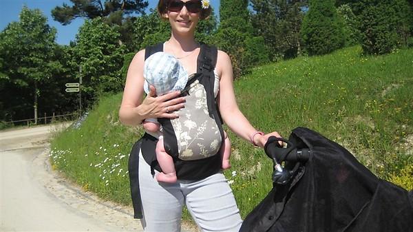 PAXbaby Beco breastfeeding
